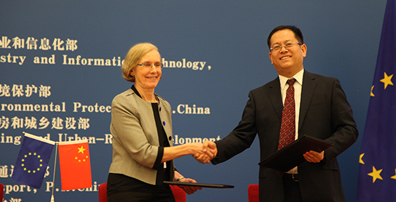 Climate-KIC CEO signs partnership agreement in Beijing