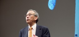 Former US Energy Secretary Steven Chu would rather clean up our planet than move to the moon